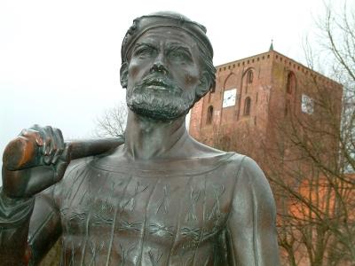 Das Störtebeker-Denkmal in Marienhafe