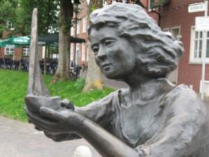 Statue Caroline