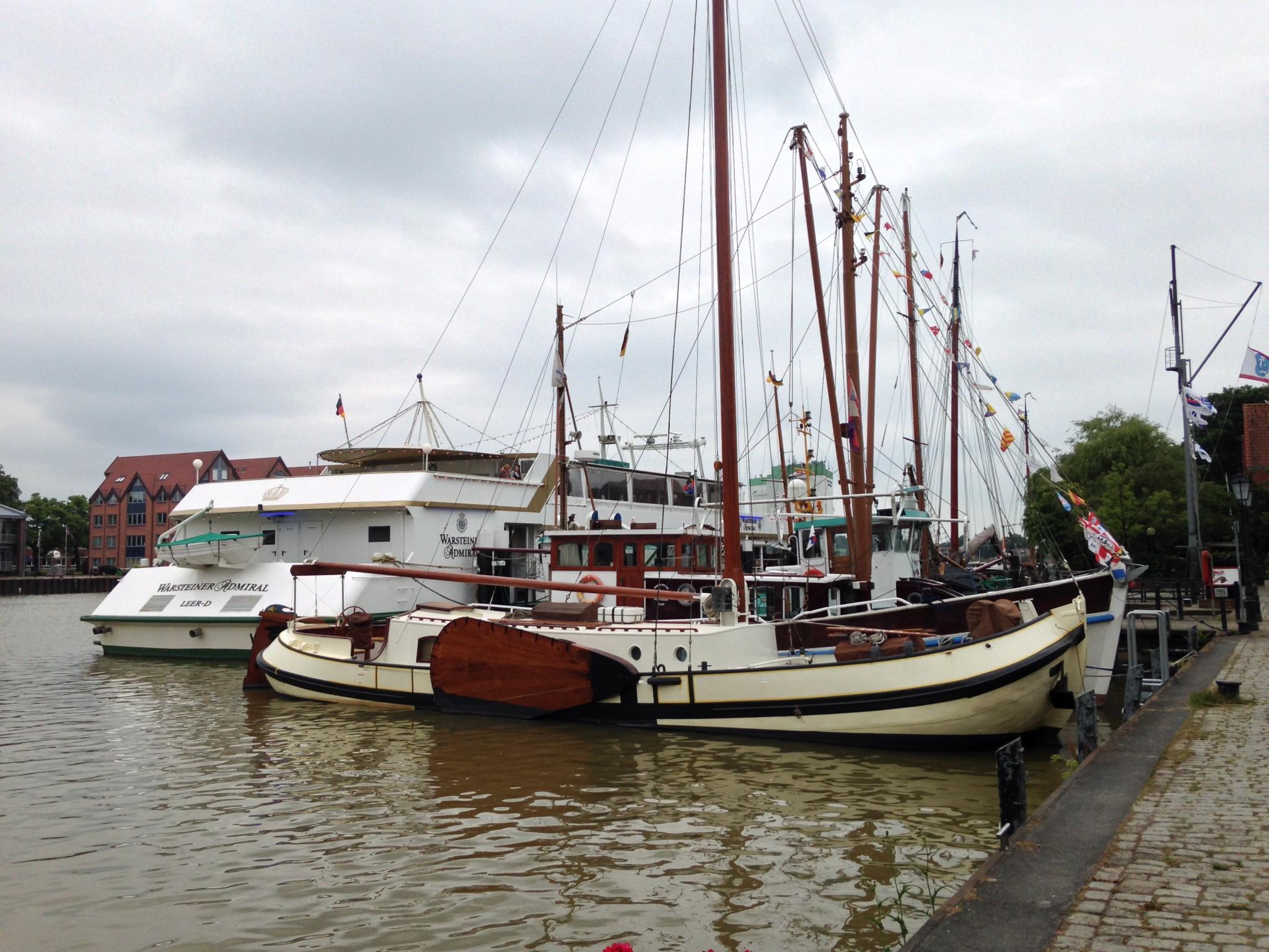 Schiffe am Hafen Leer