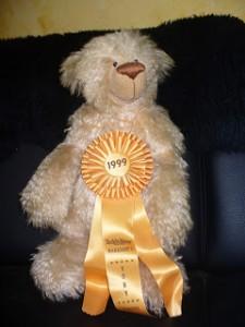 Ein Teddybär der Ostfrieslandkrimi Autorin Susanne Ptak