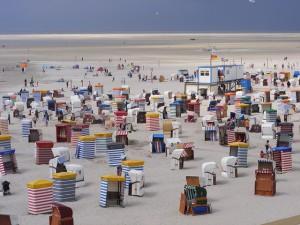Standkörbe am Strand auf Borkum