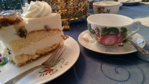 Ostfriesische Teetasse mit Kuchen