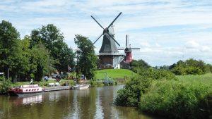 Greetsiel Zwillingsmühlen Wasserseite pixabay