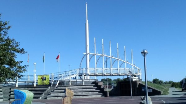 Moderne Deichbrücke Bensersiel