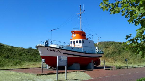 Boot, Bäume, Insel , Langeoog.Himmel