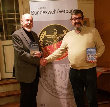 Rolf Uliczka mit dem Vorsitzenden Axel Bareiß